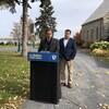 Le chef Yves-François Blanchet et le candidat Alain Therrien lors d'une annonce.
