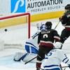 Alex Galchenyuk (à droite) marque contre les Maple Leafs de Toronto.