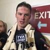 Andrei Svechnikov s'adresse aux médias après un entraînement des Hurricanes de la Caroline à Washington.
