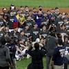 Les membres de l'organisation des Dodgers prennent la photo d'équipe.