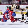 Brendan Gallagher entre en contact avec Chris Wagner, des Bruins