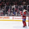 Carey Price salue la foule pendant une ovation.