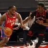 Deux joueurs de la NBA en action