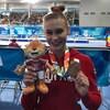 Emma Spence pose fièrement avec sa médaille de bronze récoltée le week-end dernier au cheval sautoir