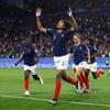 La France marque sur un tir de pénalité.