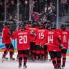 Les joueurs de l'équipe canadienne célèbrent leur victoire.