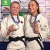 Jessica Klimkait et Ecaterina Guica avec leurs médailles de bronze