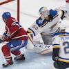 Jordan Binnington (no 50), Brendan Gallagher (no 11) et Alex Pietrangelo (no 27)