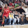 Il dribble Treveon Graham des Nets de Brooklyn, au Centre Bell, à Montréal.