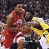 Tyreke Evans des Pacers tente de soutirer le ballon à Kyle Lowry des Raptors de Toronto.