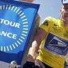 Lance Armstrong avec le maillot jaune du Tour de France, le 24 juillet 2002