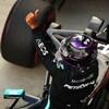 Lewis Hamilton salue la foule après avoir obtenu la pole position à  Sotchi.