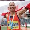 Sourire aux lèvres, Malindi Elmore porte le drapeau canadien sur ses épaules