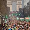 Ils sont sur les Champs-Élysées.