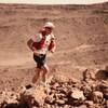 L'ultramarathonien Mathieu Blanchard court durant une étape du Marathon des sables, au Maroc.