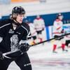 Un joueur de hockey pendant la période d'échauffement.
