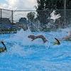 Des nageurs s'entraînent avec la ceinture de natation XOllOX, à Granby.