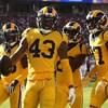 Les joueurs des Rams célèbrent une interception contre les 49ers.