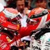 Sebastian Vettel (à gauche) félicite Lewis Hamilton à l'arrivée du Grand Prix de Monaco.