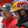 Un entraîneur et un de ses patineurs