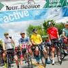 Les cyclistes attendent le départ de la quatrième étape du Tour de Beauce.