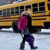 Un élève qui retourne à la maison