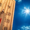 Un thermomètre et un soleil étincelant.