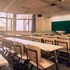 Une classe vide d'une école non identifiée