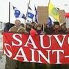 Bannière avec les mots « Sauvons Saint-Jean » en tête de la manifestation du 13 mars 1994 dénonçant la fermeture du Collège militaire royal