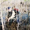 Le randonneur Fred Kirch est photographié dans les marécages des Everglades où poussent des cyprès