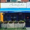 a façade du restaurant Batifole, à Toronto.