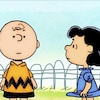 Charlie Brown et Lucy discutent.