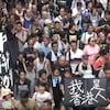 Une foule compacte manifeste à Hong Kong contre un projet de loi liberticide en 2017.