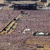 Une photo aérienne de la foule au concert des Rolling Stones à Toronto en 2002.