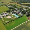 La municipalité de Saint-Camille vue du ciel. Il y a un terrain de baseball, plusieurs bâtiments ainsi qu'une vaste étendue agricole.