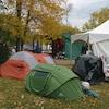 Des tentes dans le deuxième emplacement du Peace Camp dans le quartier d'Old Strathcona, à Edmonton.