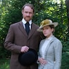 Vincent Leclerc et Sarah-Jeanne Labrosse en habits d'époque élégants pour un mariage dans Les pays d'en haut.