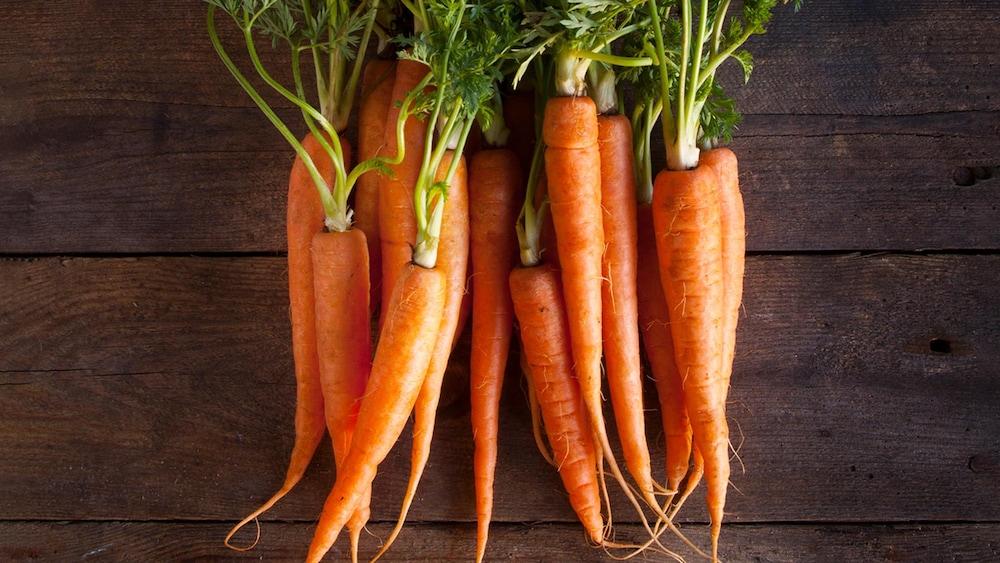 Des carottes entières.