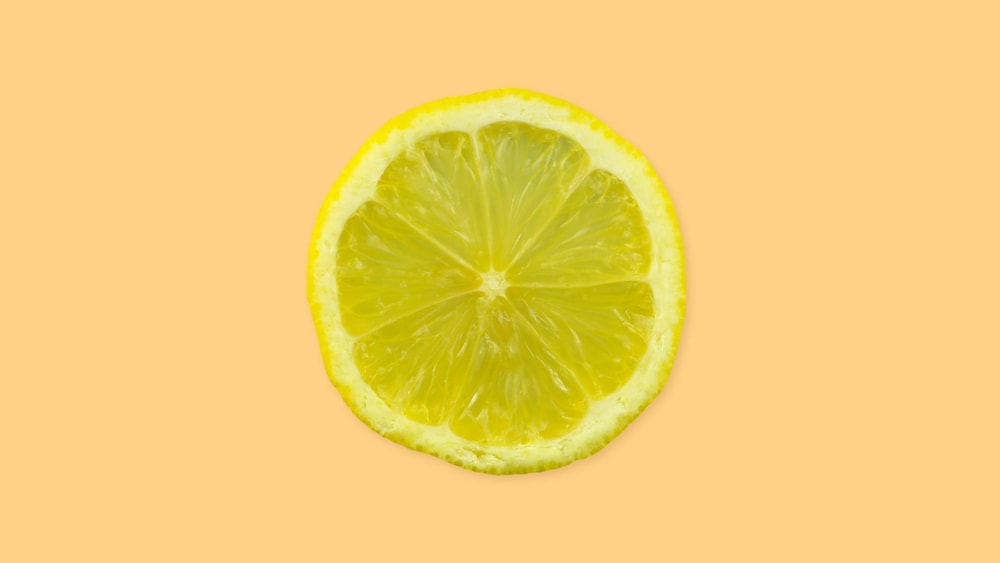 Une tranche de citron.