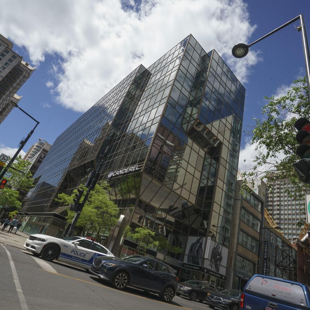 Façade du 2000, rue Peel, à Montréal. Un édifice vitré au centre-ville.