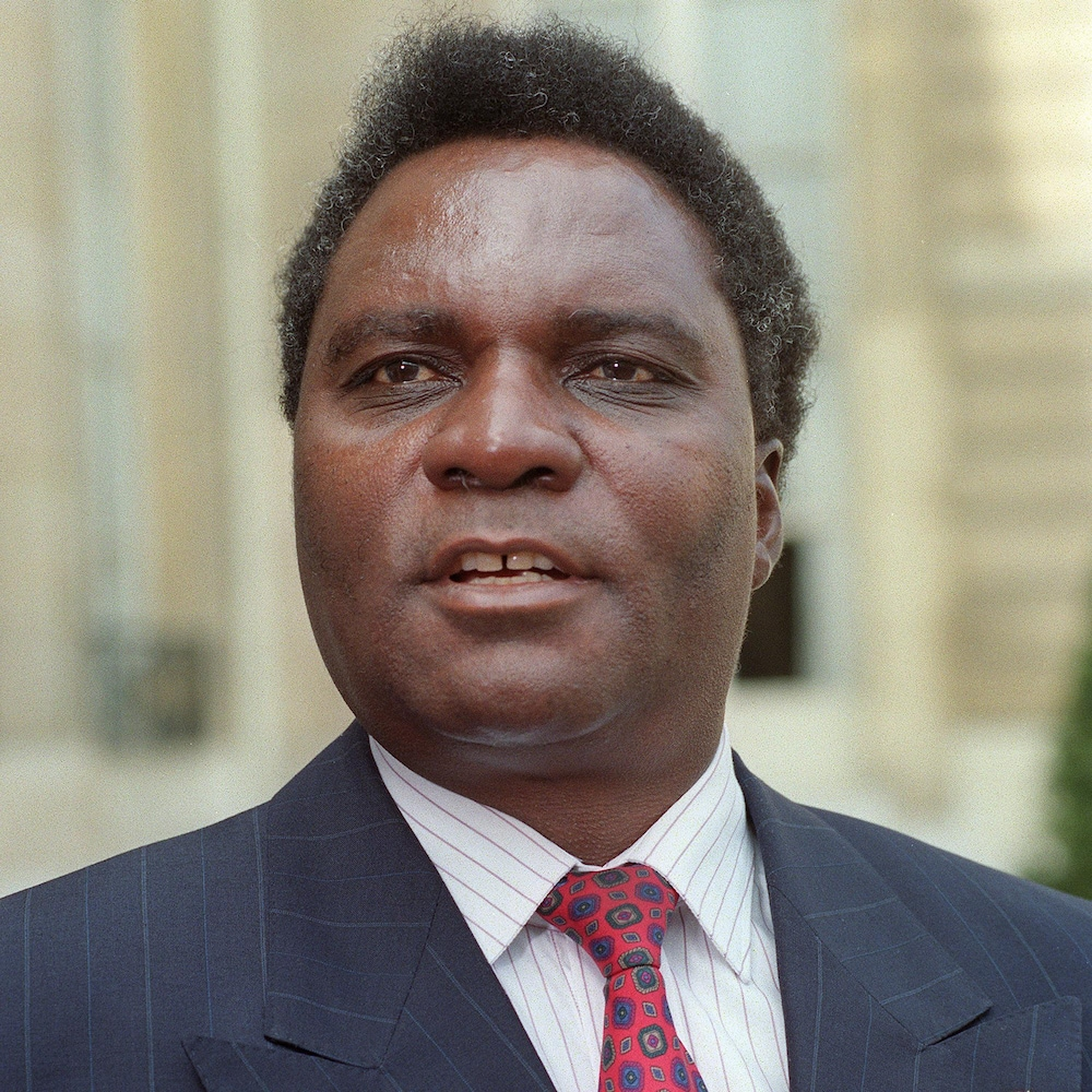 Juvénal Habyarimana en veston et cravate.