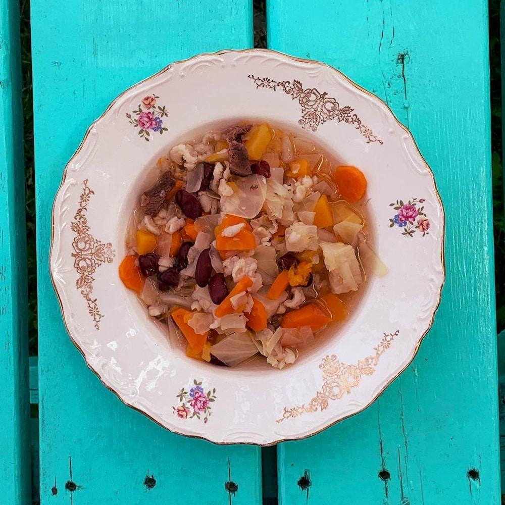 La soupe des trois soeurs est composée de courge, de haricot, de maïs et de gibier.