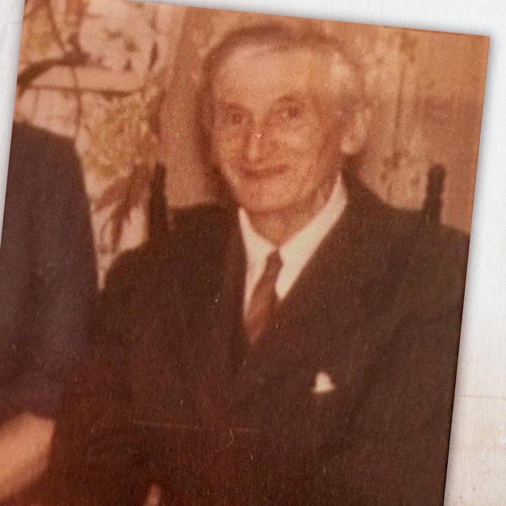 Photo d'Arthur Matthews, un homme maigre aux cheveux blancs.