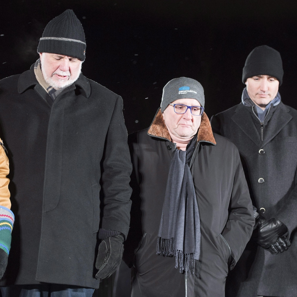 Le premier ministre du Québec, Philippe Couillard, le premier ministre du Canada, Justin Trudeau, le maire de Québec, Régis Labeaume, et la mairesse de Montréal, Valérie Plante