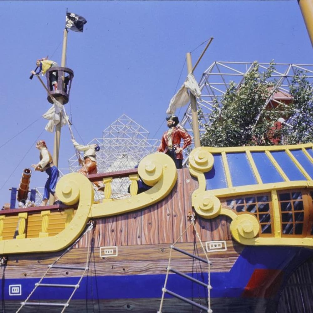 Module de jeux en forme de bateau de pirate.