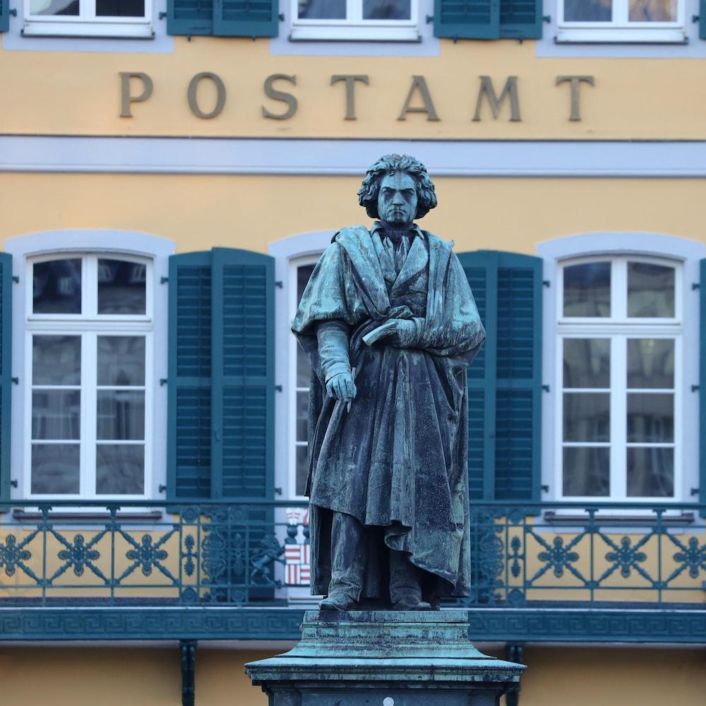 Une statue de Beethoven.