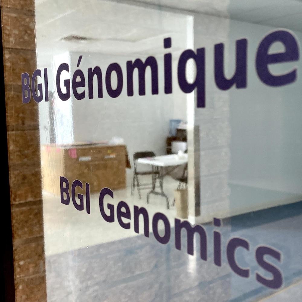 La porte des locaux de BGI situés sur l'avenue du Parc à Montréal.