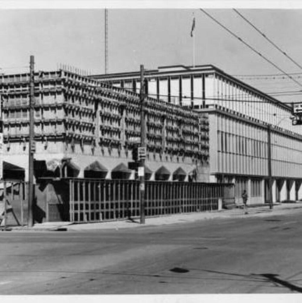 Une vieille photo de la bibliothèque en construction.
