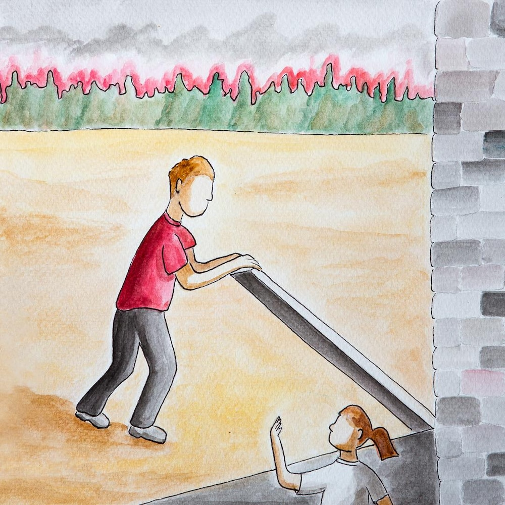 Une fille et un garçon se mettent à l'abri dans un caveau.