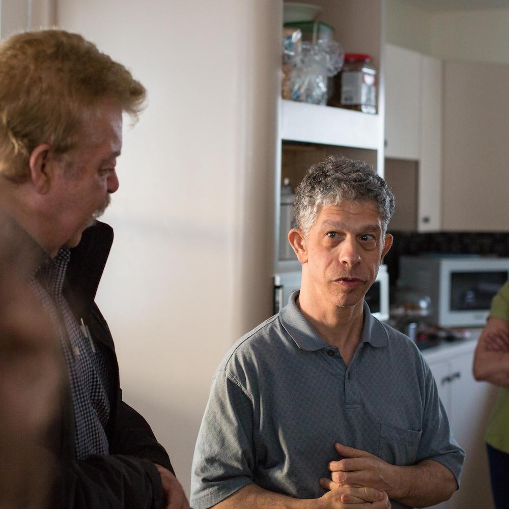Danny en pleine conversation avec son cousin Gaëtan.